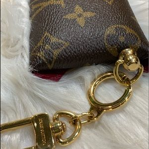 Louis Vuitton Bags - 👜 LV Kirigami Pochette Small w/LV key chain charm